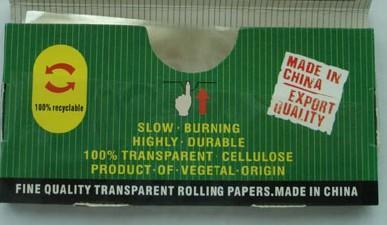 Transparentes Zigarettenpapier in Standardgröße (78x36mm) in individueller Verpackung und Schaukarton image